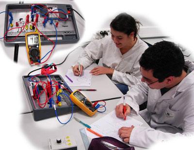 objectifs : comprendre le fonctionnement d?un disjoncteur différentiel ; identifier les contacts direct / indirect ; connaître les dangers du courant électrique traversant le corps humain ; comprendre le rôle d'un régime de neutre TT ; savoir se protéger contre un défaut de type : contact indirect.