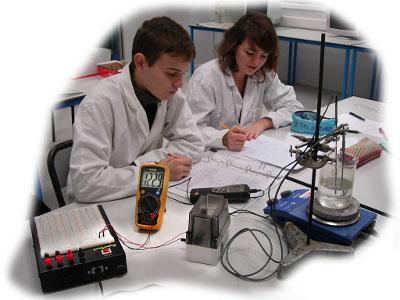 objectifs : comprendre le fonctionnement d'une sonde PT100 ; rôle d'un conditionneur ; étudier le pont de Wheatstone comme conditionneur ; avantage du câblage 3 fils pour une sonde PT100